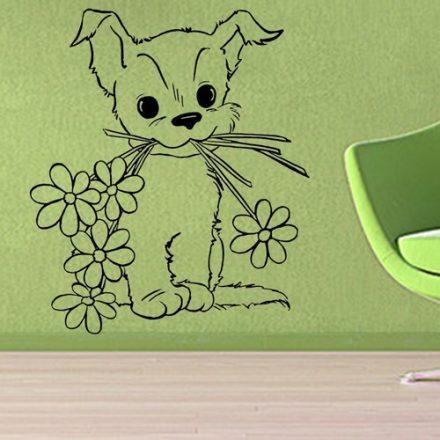 Virággal kedveskedő kutyus