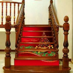Karácsonyi, 3D vízálló lépcsőmatrica  A csomagban 6 db 100 x 18 cm-es (szélesség x magasság) matrica van, amelyeket a kép alapján kell a lépcsőfokok elejére ragasztani  Anyaga: vízálló műanyag öntapad