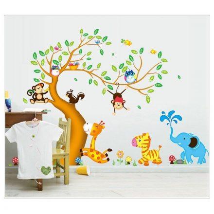 Kacskaringós fa állatokkal